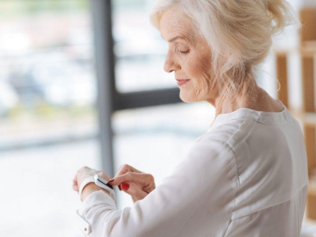 iAge ceas monitorizare boli batranete
